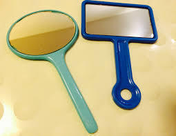鏡が汚れていないかチェック